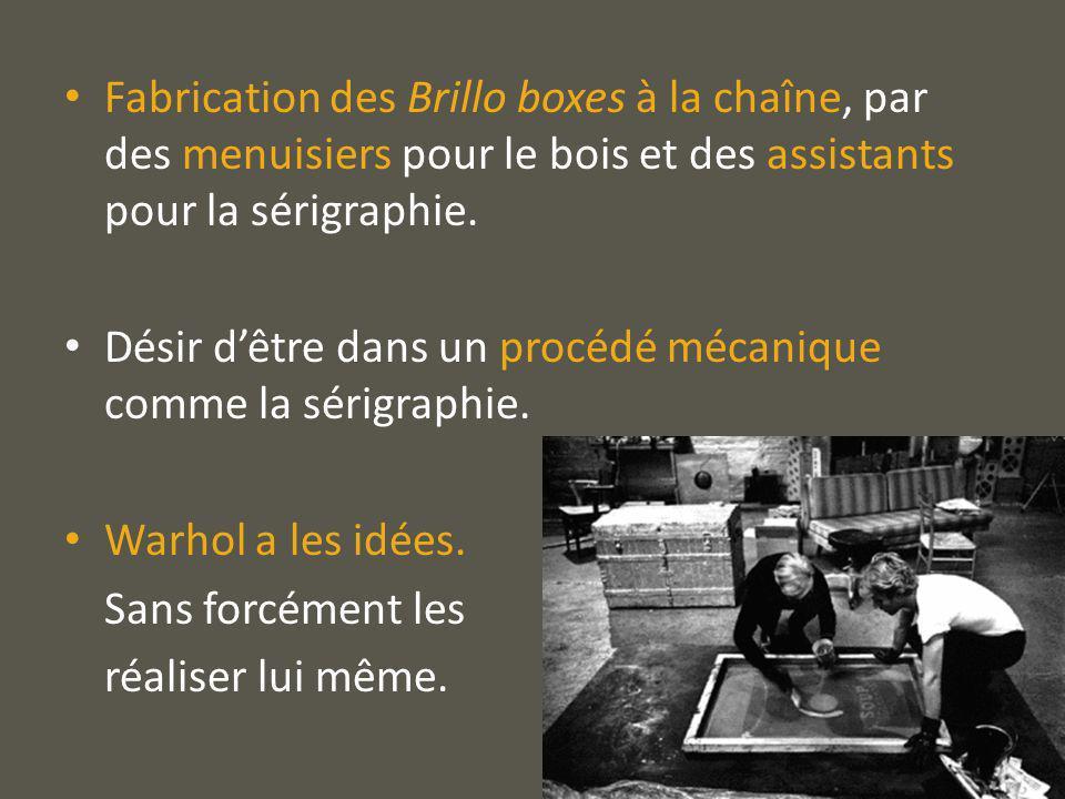Fabrication des Brillo boxes à la chaîne, par des menuisiers pour le bois et des assistants pour la sérigraphie.