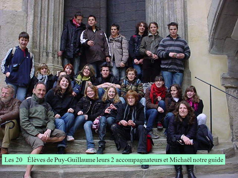 Les 20 Élèves de Puy-Guillaume leurs 2 accompagnateurs et Michaël notre guide