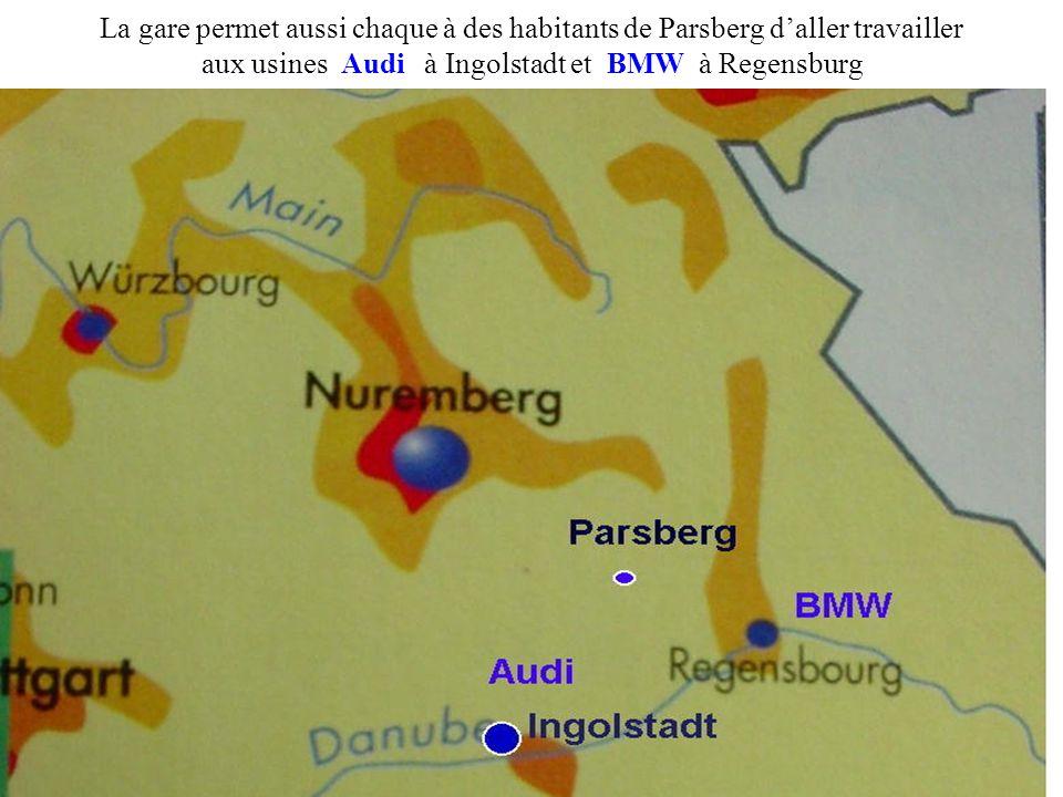 La gare permet aussi chaque à des habitants de Parsberg d'aller travailler aux usines Audi à Ingolstadt et BMW à Regensburg