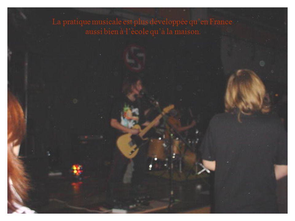 La pratique musicale est plus développée qu'en France