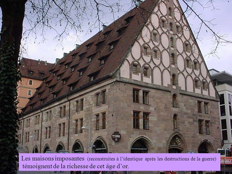 Les maisons imposantes (reconstruites à l'identique après les destructions de la guerre)