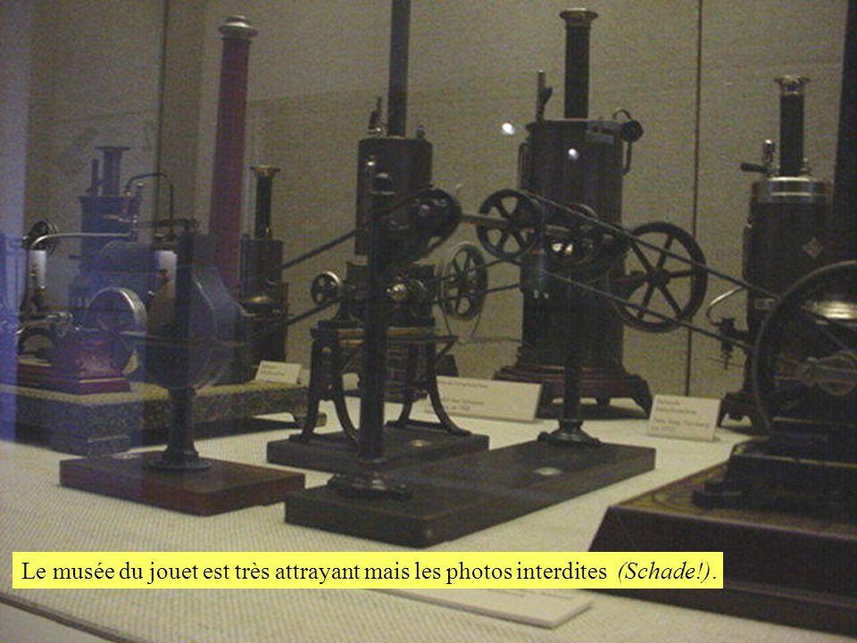 Le musée du jouet est très attrayant mais les photos interdites (Schade!).