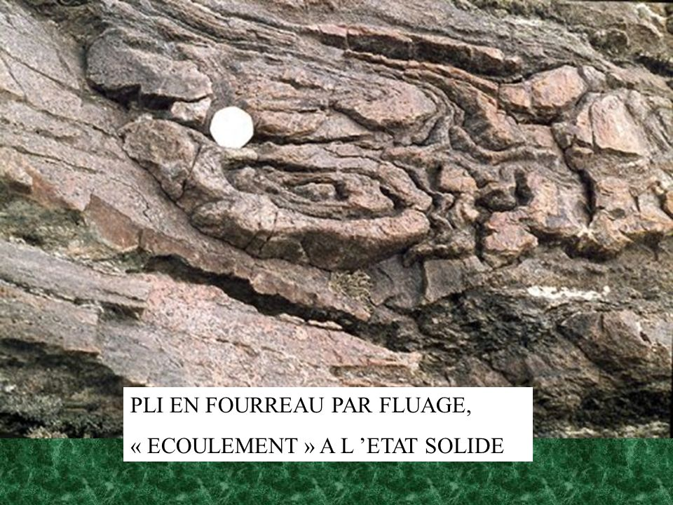 PLI EN FOURREAU PAR FLUAGE,