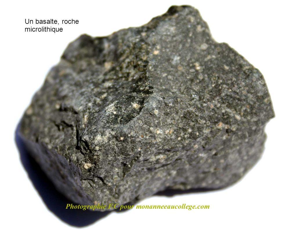Un basalte, roche microlithique