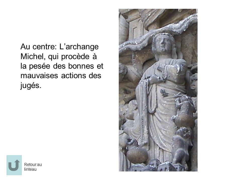 Au centre: L'archange Michel, qui procède à la pesée des bonnes et mauvaises actions des jugés.