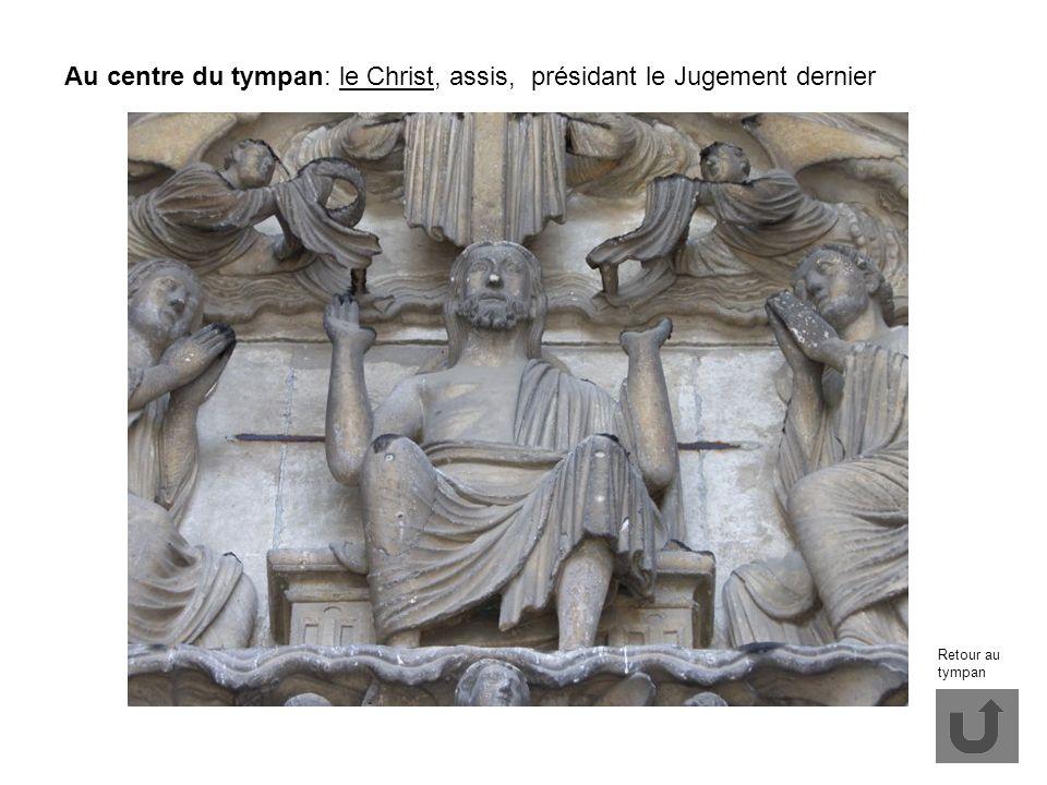 Au centre du tympan: le Christ, assis, présidant le Jugement dernier