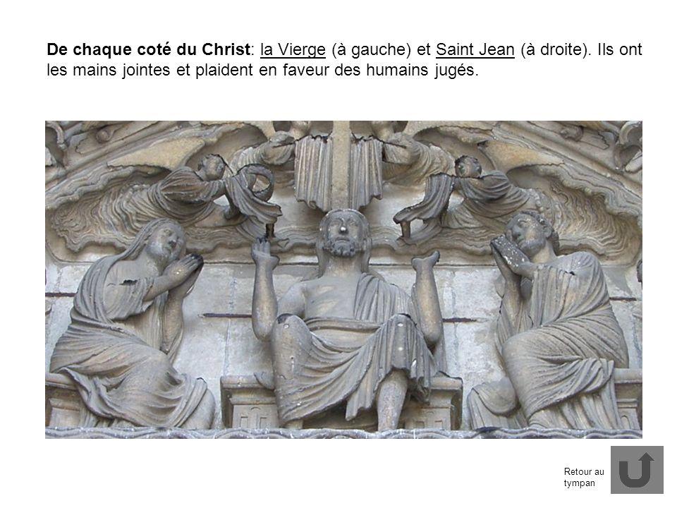 De chaque coté du Christ: la Vierge (à gauche) et Saint Jean (à droite). Ils ont les mains jointes et plaident en faveur des humains jugés.