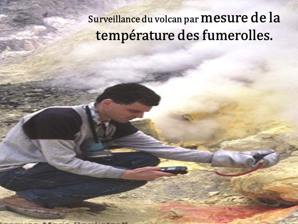 Surveillance du volcan par mesure de la température des fumerolles.