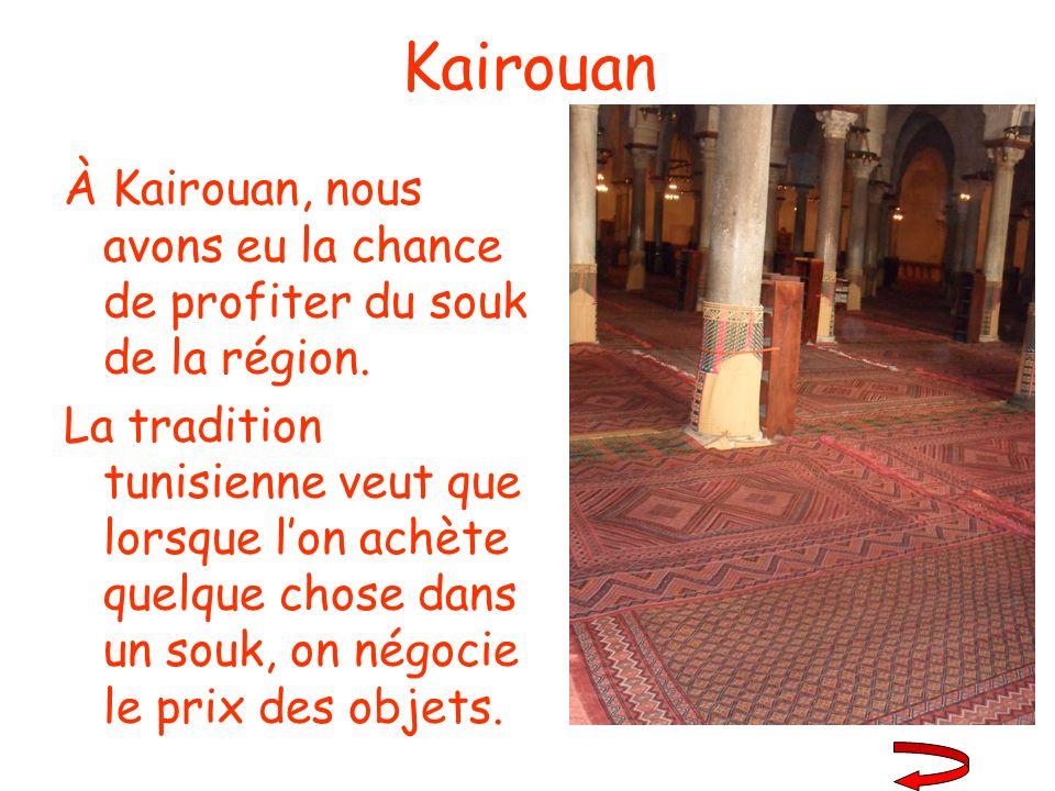 Kairouan À Kairouan, nous avons eu la chance de profiter du souk de la région.