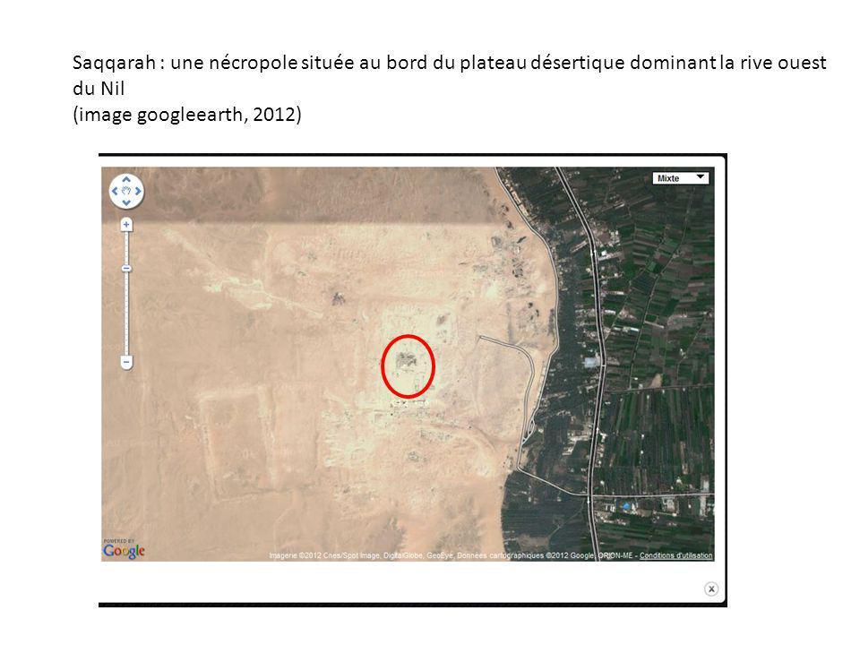 Saqqarah : une nécropole située au bord du plateau désertique dominant la rive ouest du Nil