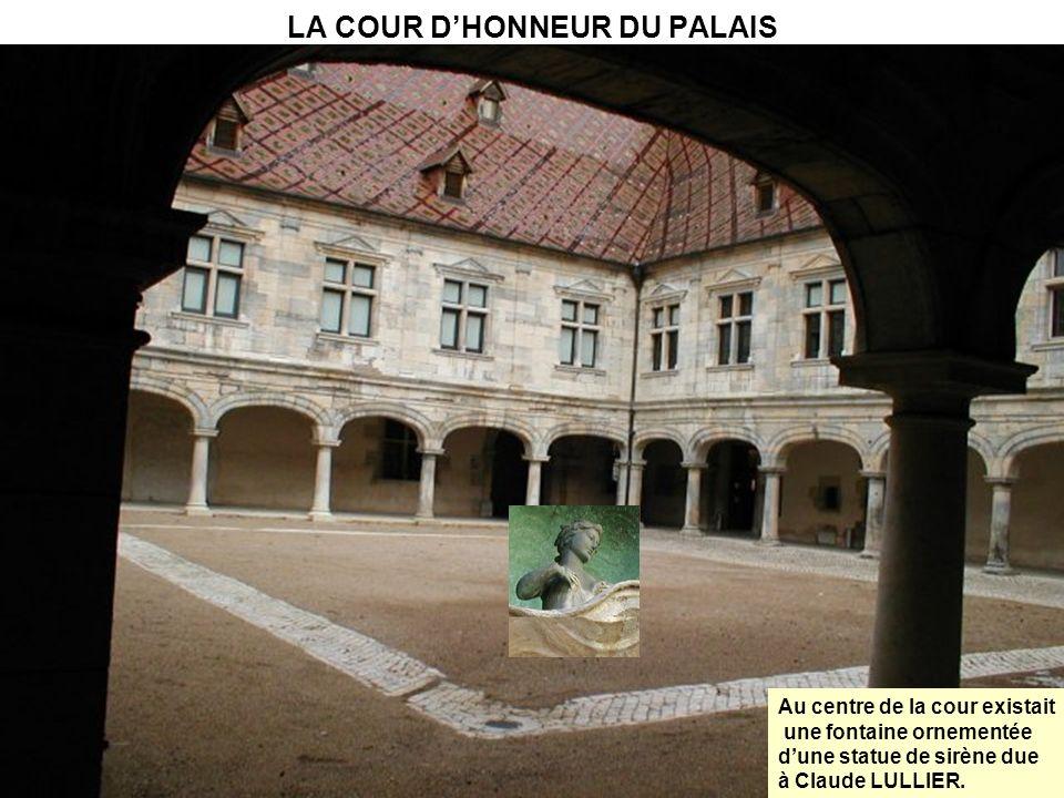 LA COUR D'HONNEUR DU PALAIS