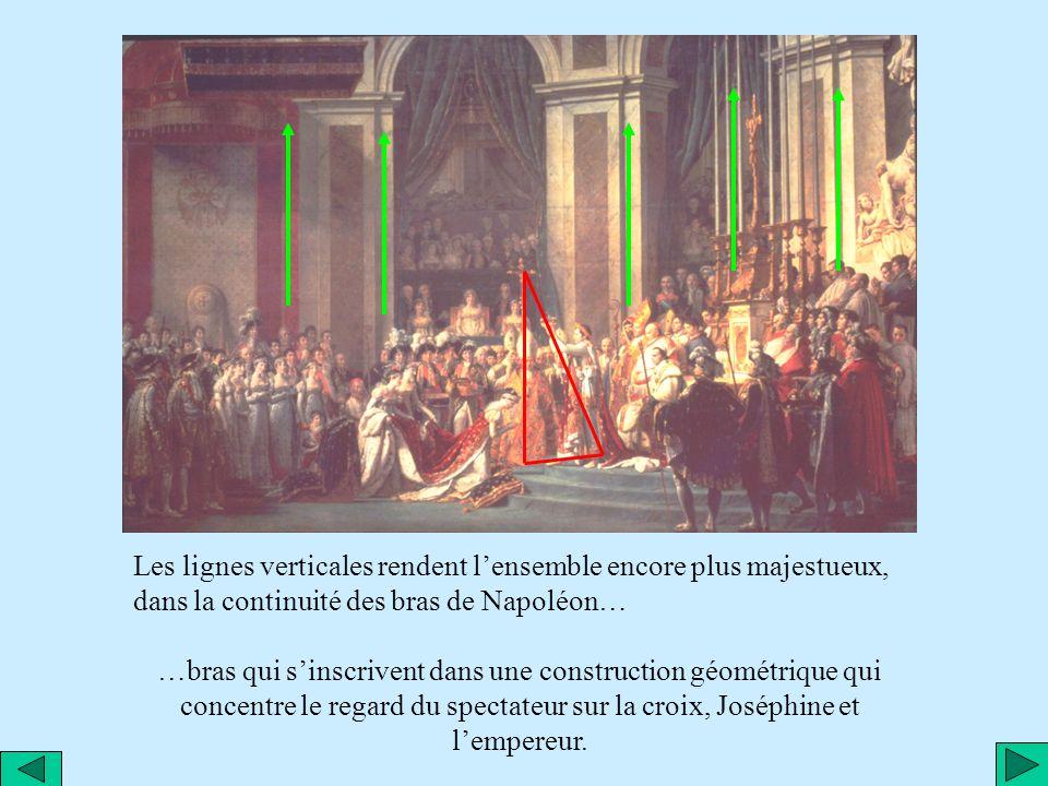 Les lignes verticales rendent l'ensemble encore plus majestueux, dans la continuité des bras de Napoléon…
