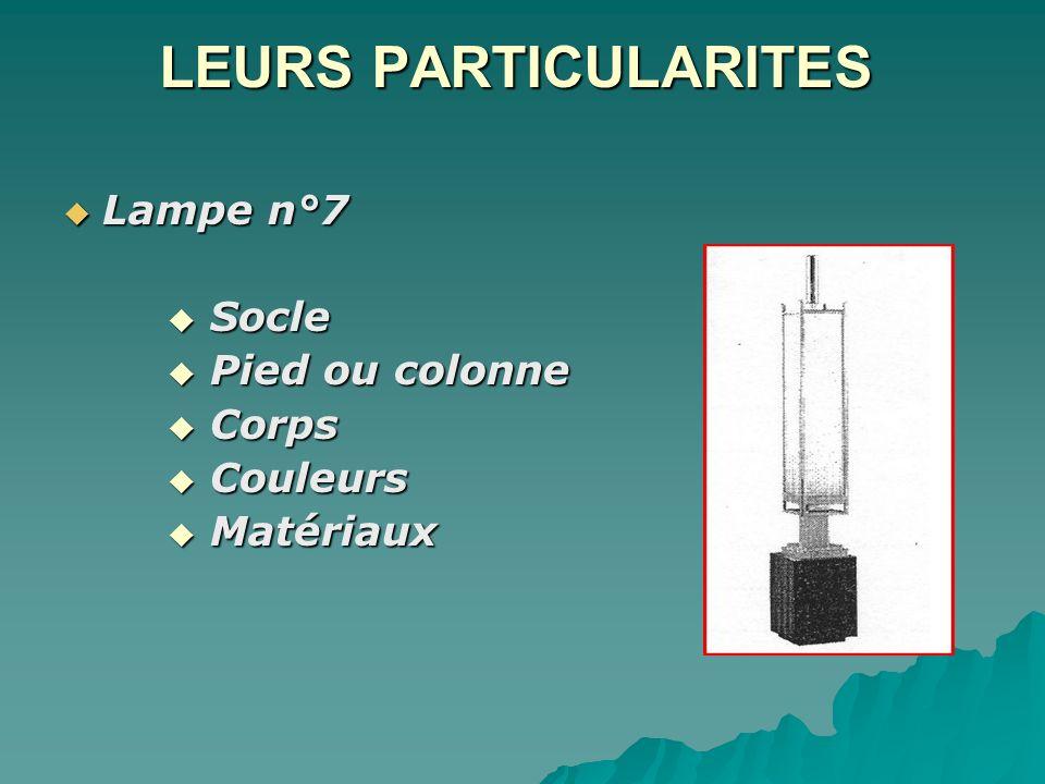 LEURS PARTICULARITES Lampe n°7 Socle Pied ou colonne Corps Couleurs