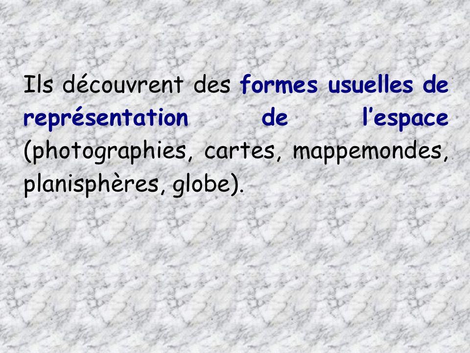 Ils découvrent des formes usuelles de représentation de l'espace (photographies, cartes, mappemondes, planisphères, globe).