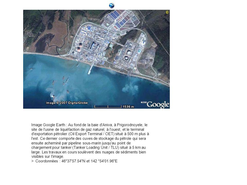 Image Google Earth : Au fond de la baie d Aniva, à Prigorodnoyele, le site de l usine de liquéfaction de gaz naturel, à l ouest, et le terminal d exportation pétrolier (Oil Export Terminal / OET) situé à 500 m plus à l est.
