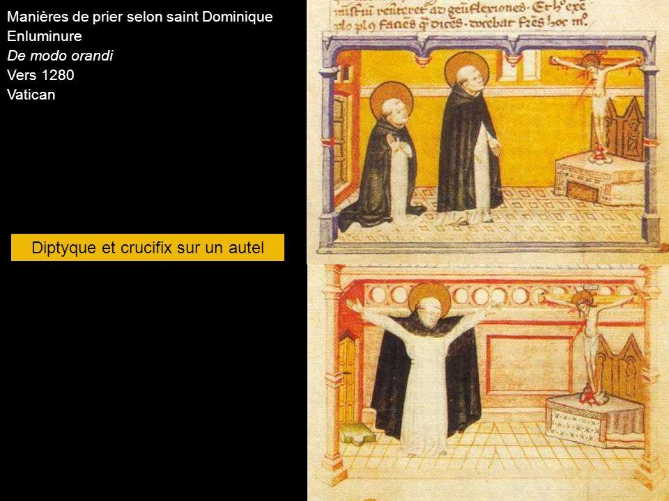 Diptyque et crucifix sur un autel