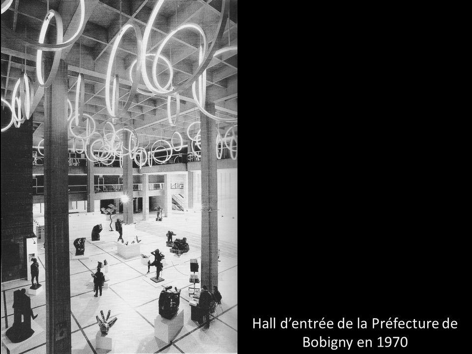Hall d'entrée de la Préfecture de Bobigny en 1970