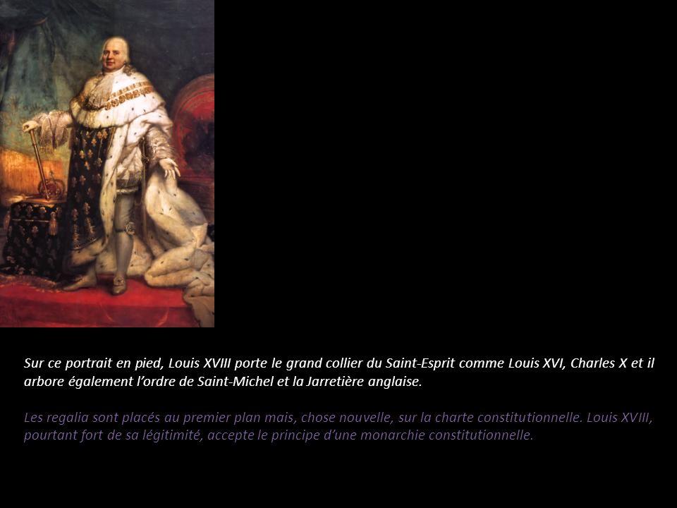 Sur ce portrait en pied, Louis XVIII porte le grand collier du Saint-Esprit comme Louis XVI, Charles X et il arbore également l'ordre de Saint-Michel et la Jarretière anglaise.