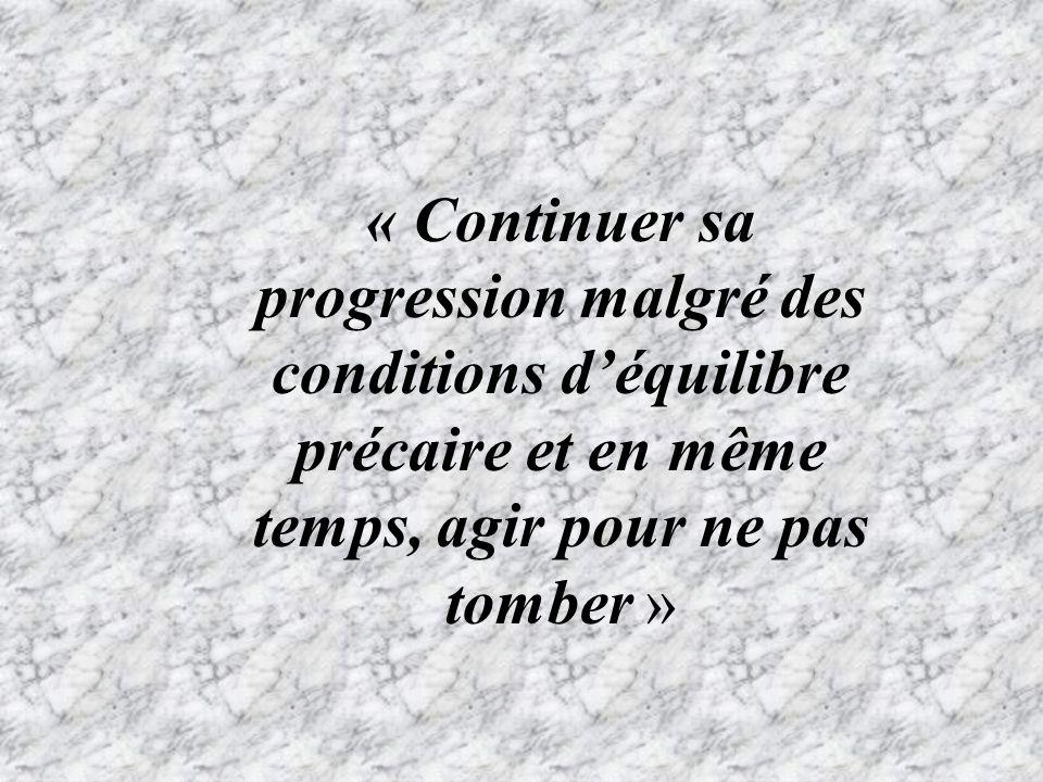 « Continuer sa progression malgré des conditions d'équilibre précaire et en même temps, agir pour ne pas tomber »