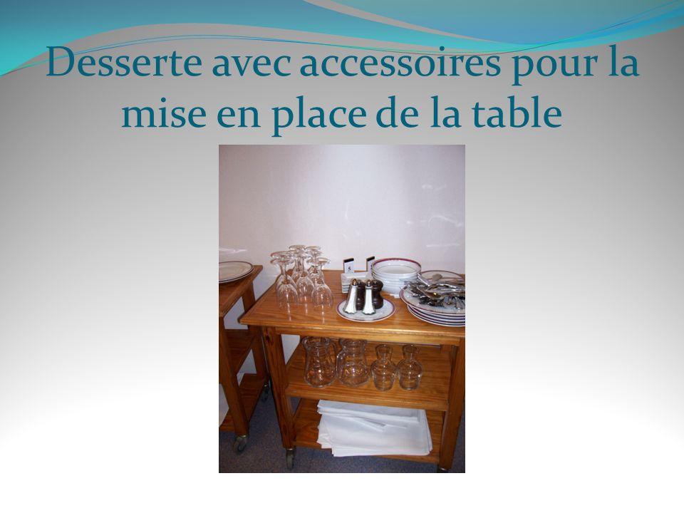 Desserte avec accessoires pour la mise en place de la table