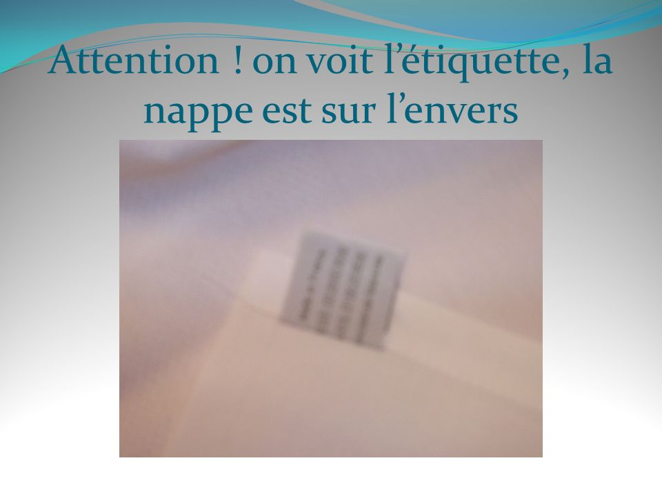 Attention ! on voit l'étiquette, la nappe est sur l'envers