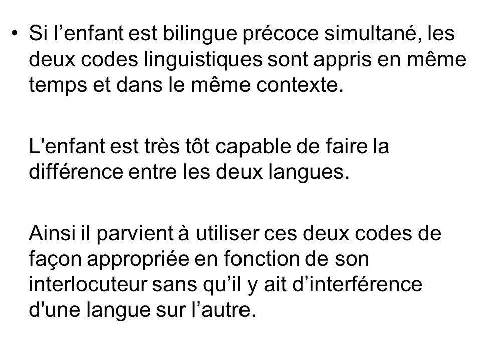 Si l'enfant est bilingue précoce simultané, les deux codes linguistiques sont appris en même temps et dans le même contexte.