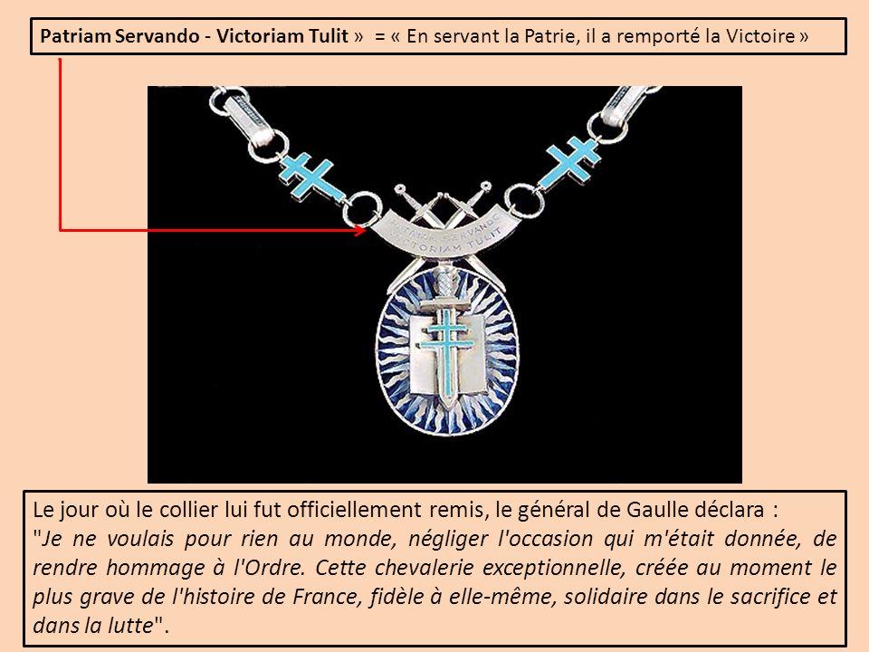 Patriam Servando - Victoriam Tulit » = « En servant la Patrie, il a remporté la Victoire »