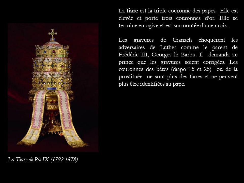 La tiare est la triple couronne des papes