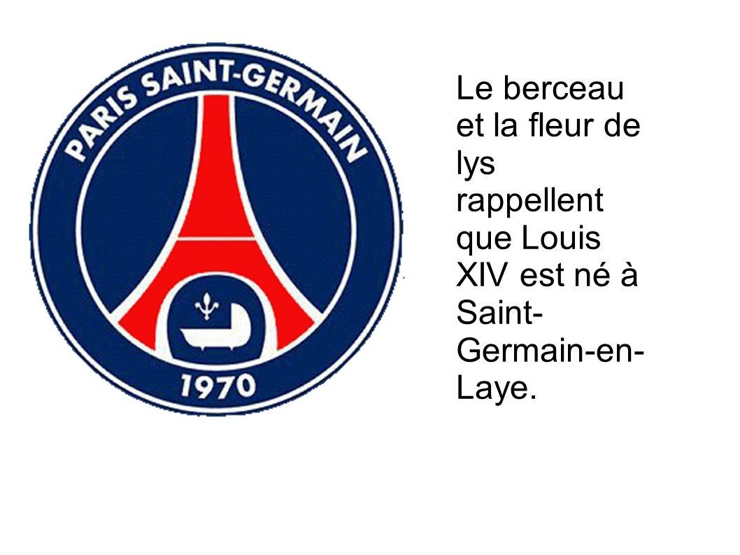Le berceau et la fleur de lys rappellent que Louis XIV est né à Saint-Germain-en-Laye.