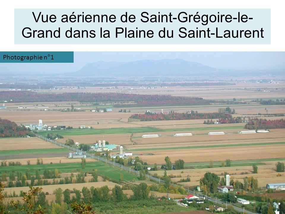 Vue aérienne de Saint-Grégoire-le-Grand dans la Plaine du Saint-Laurent