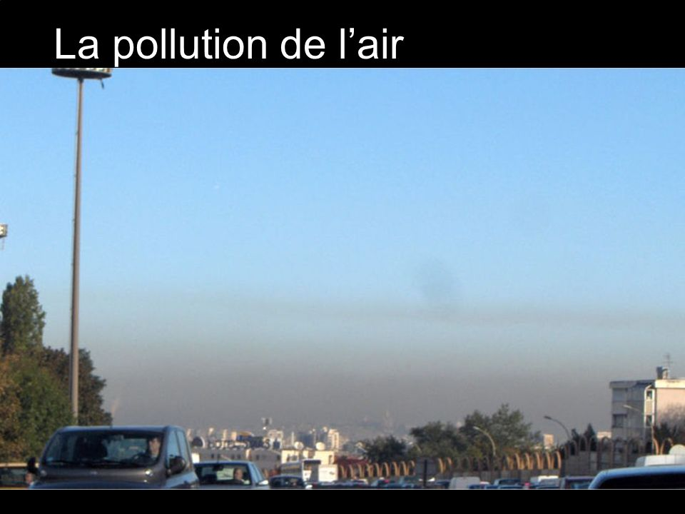 La pollution de l'air Elles consistent à laisser échapper des produits toxiques dans l'atmosphère.