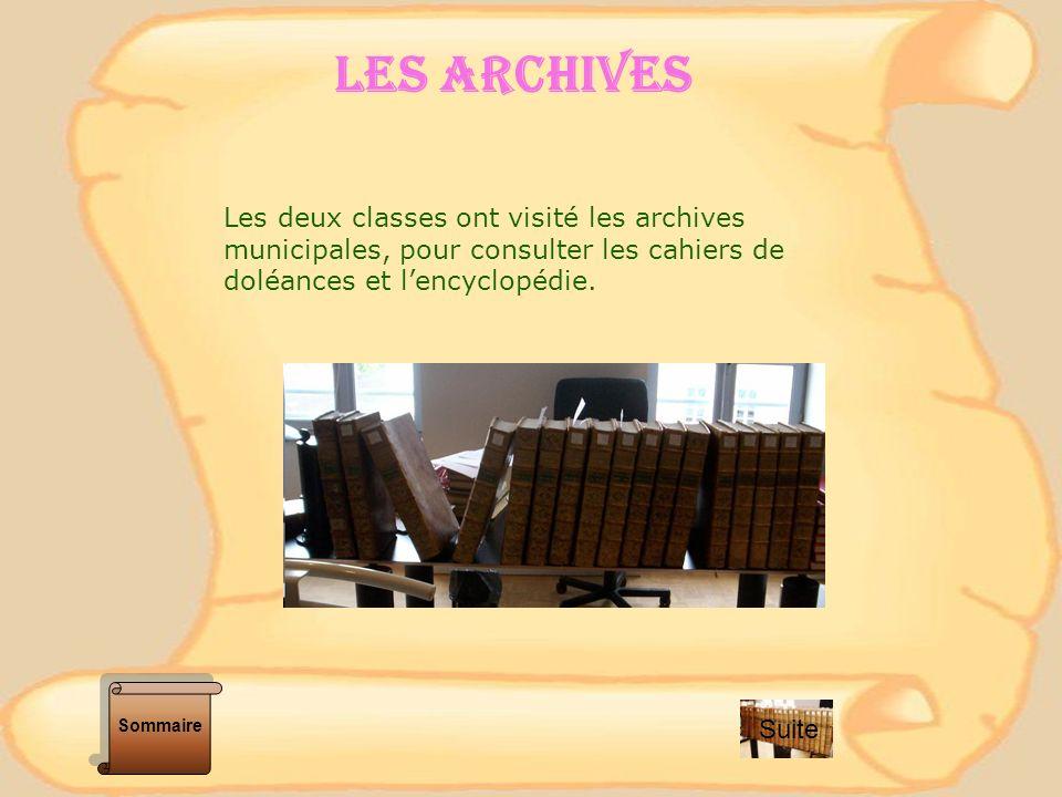 LES ARCHIVES Les deux classes ont visité les archives municipales, pour consulter les cahiers de doléances et l'encyclopédie.