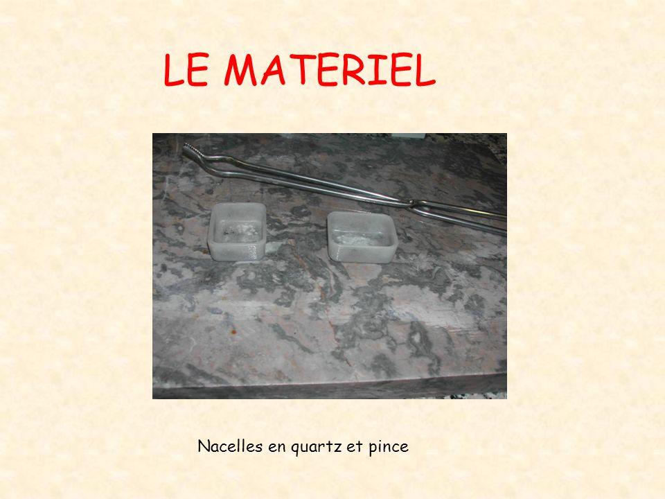 LE MATERIEL Nacelles en quartz et pince