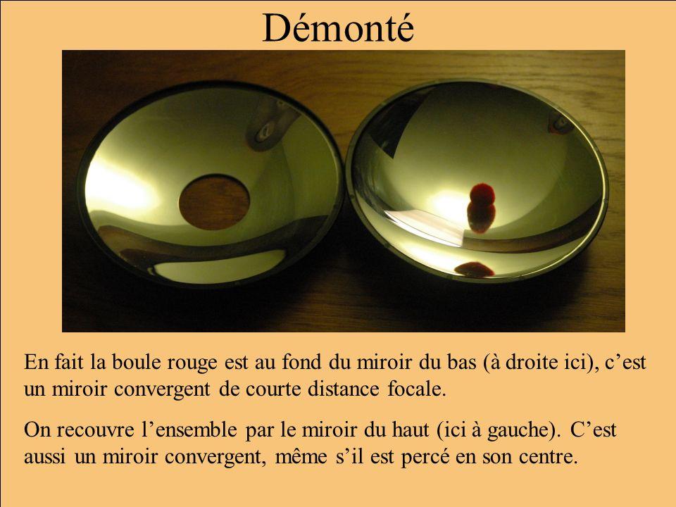 Démonté En fait la boule rouge est au fond du miroir du bas (à droite ici), c'est un miroir convergent de courte distance focale.