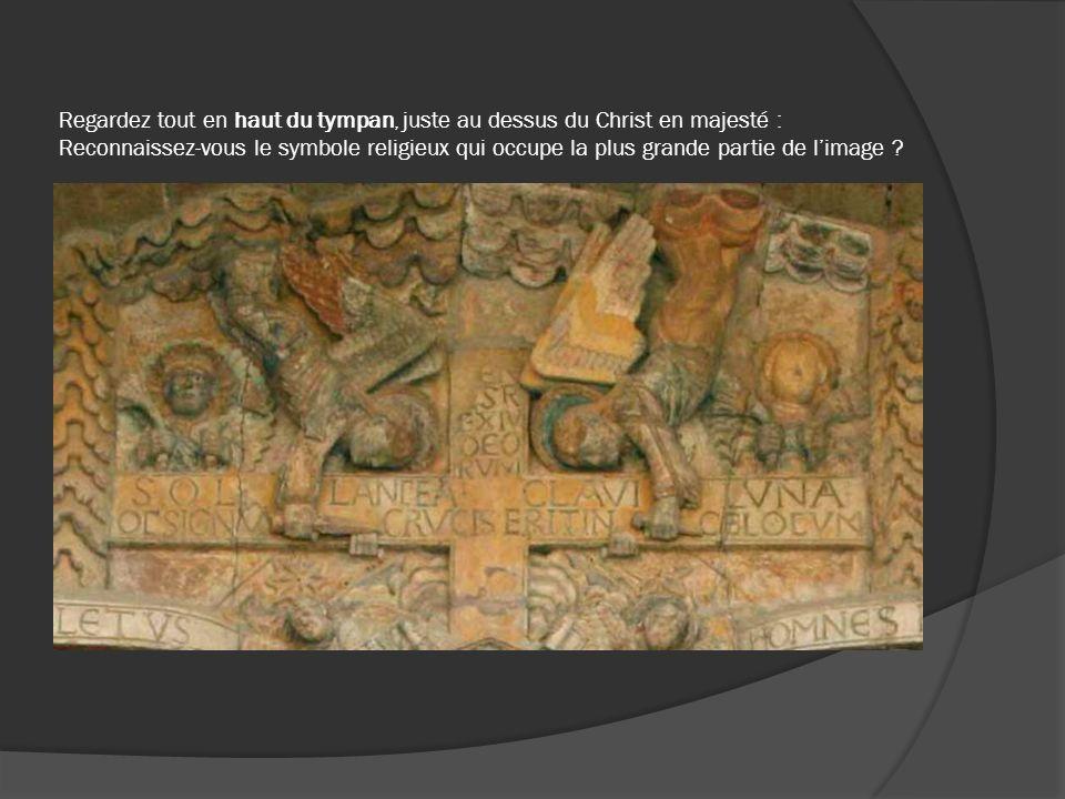 Regardez tout en haut du tympan, juste au dessus du Christ en majesté : Reconnaissez-vous le symbole religieux qui occupe la plus grande partie de l'image