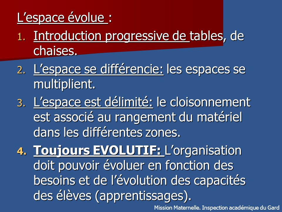 Introduction progressive de tables, de chaises.