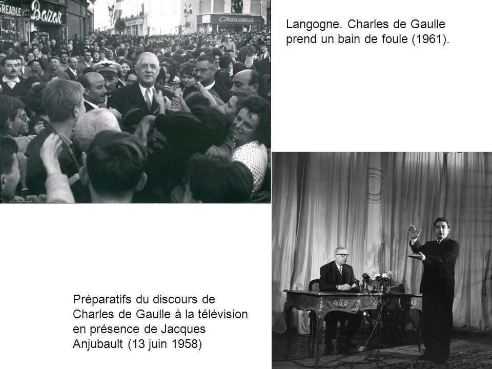 Langogne. Charles de Gaulle prend un bain de foule (1961).