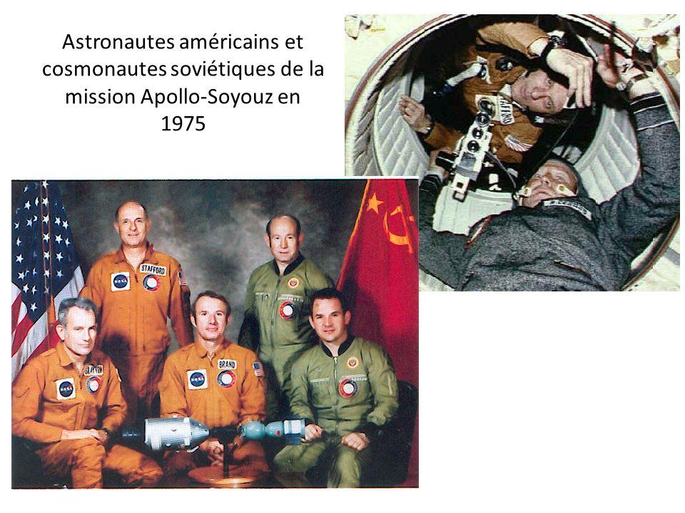 Astronautes américains et cosmonautes soviétiques de la mission Apollo-Soyouz en 1975