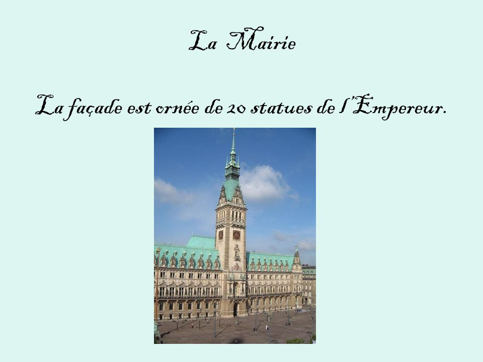 La Mairie La façade est ornée de 20 statues de l'Empereur.