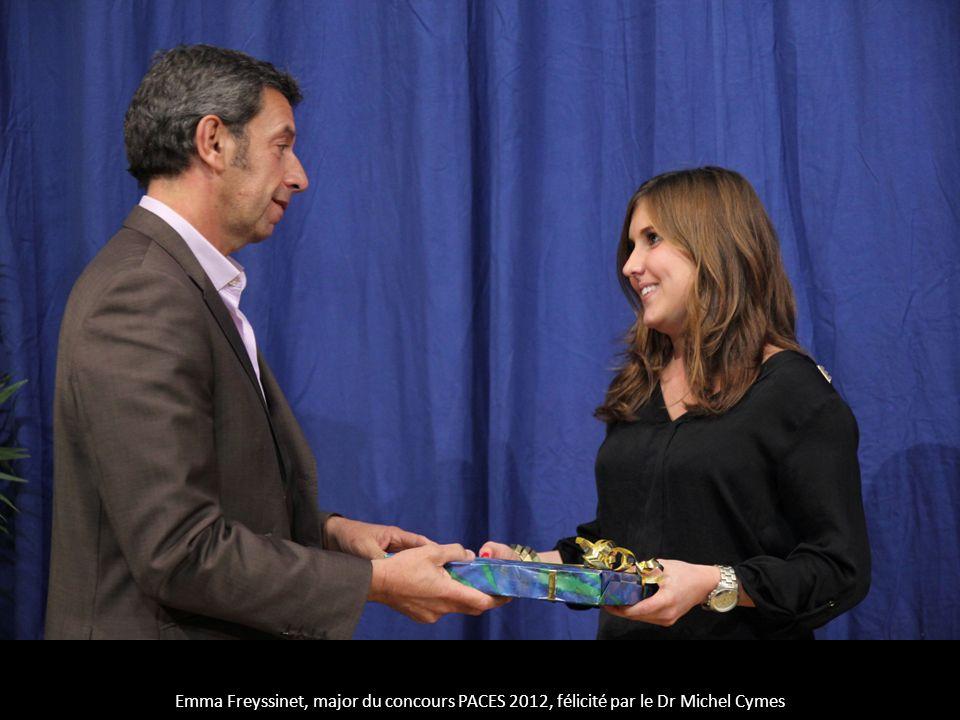 Emma Freyssinet, major du concours PACES 2012, félicité par le Dr Michel Cymes