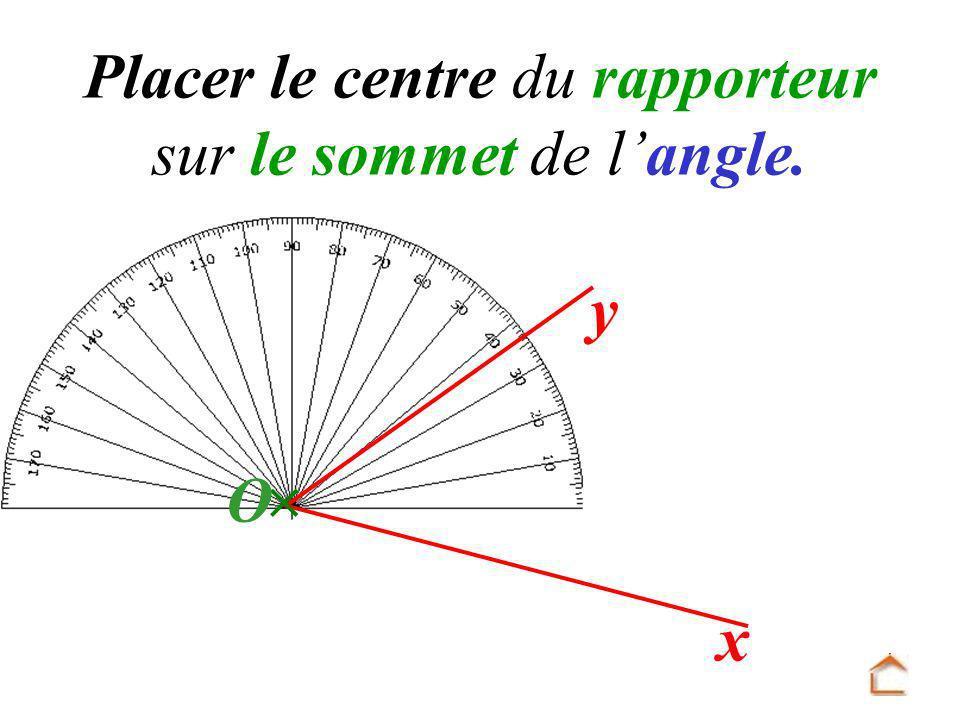 Placer le centre du rapporteur sur le sommet de l'angle.