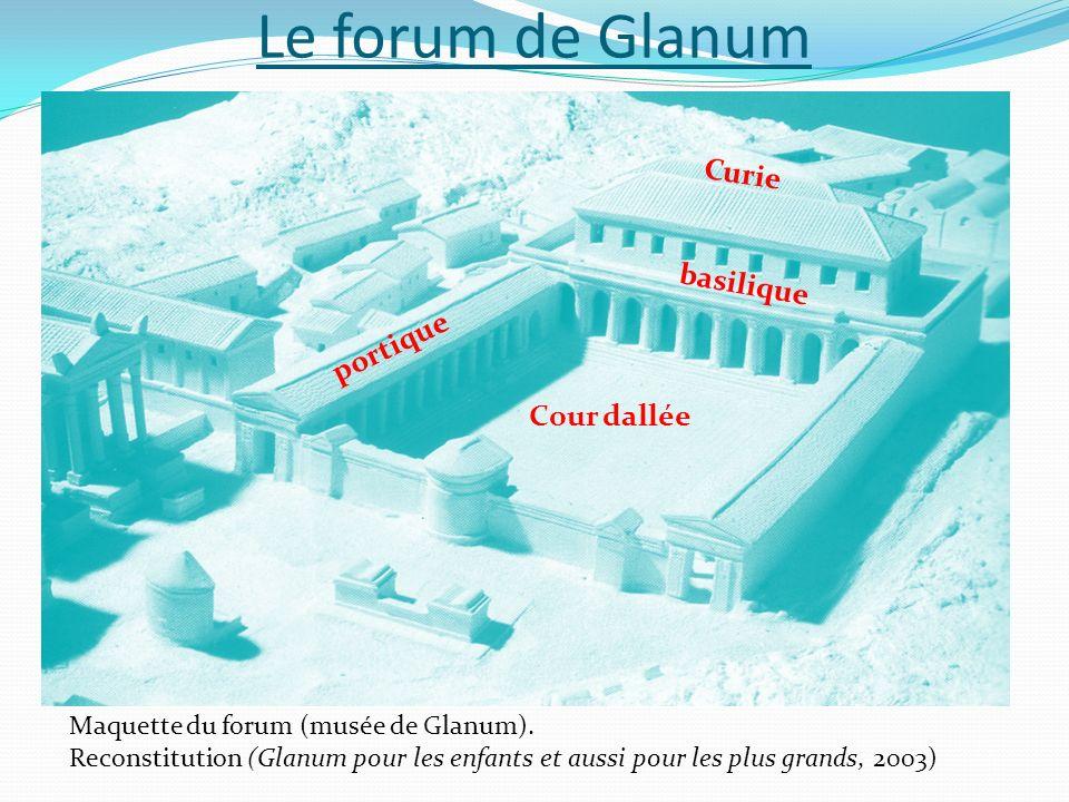 Le forum de Glanum Curie basilique portique Cour dallée