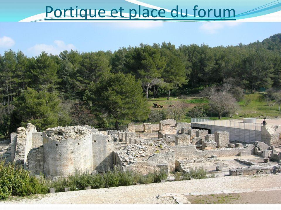 Portique et place du forum