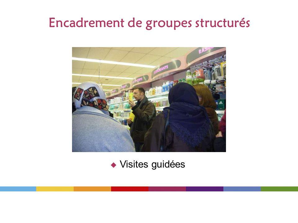 Encadrement de groupes structurés