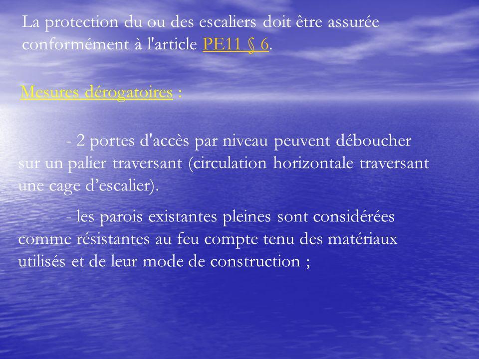 La protection du ou des escaliers doit être assurée conformément à l article PE11 § 6.