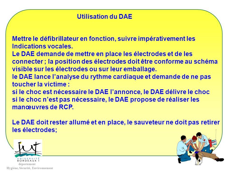 Utilisation du DAE Mettre le défibrillateur en fonction, suivre impérativement les. Indications vocales.