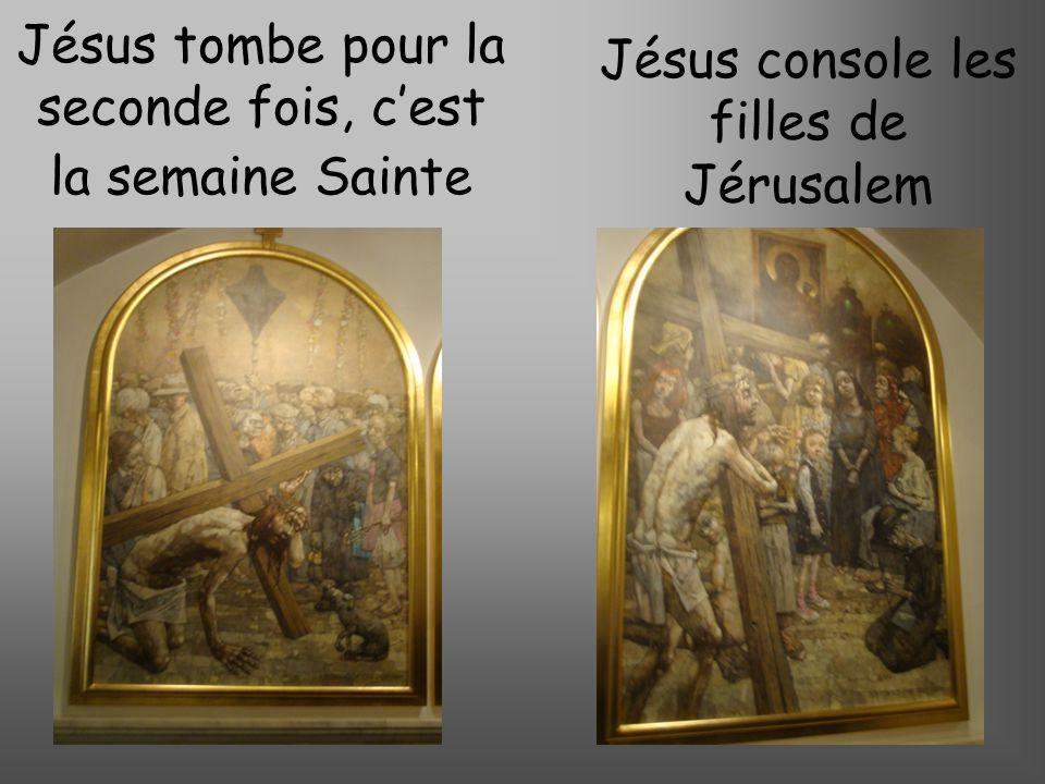 Jésus tombe pour la seconde fois, c'est la semaine Sainte
