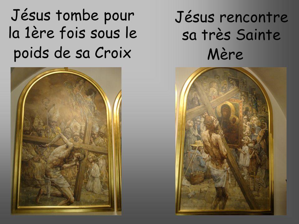 Jésus tombe pour la 1ère fois sous le poids de sa Croix