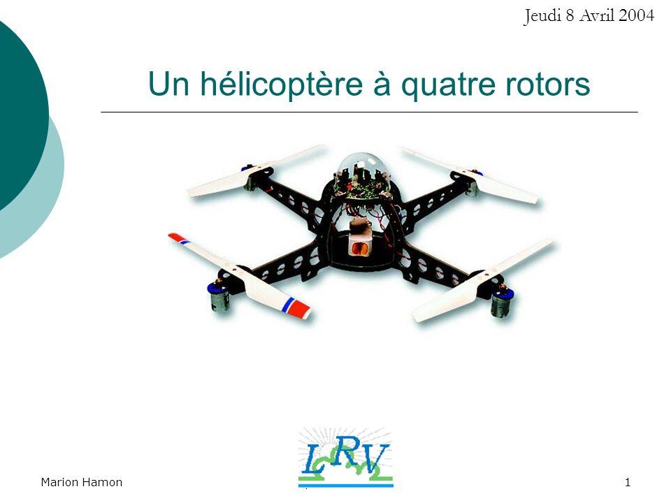 Un hélicoptère à quatre rotors
