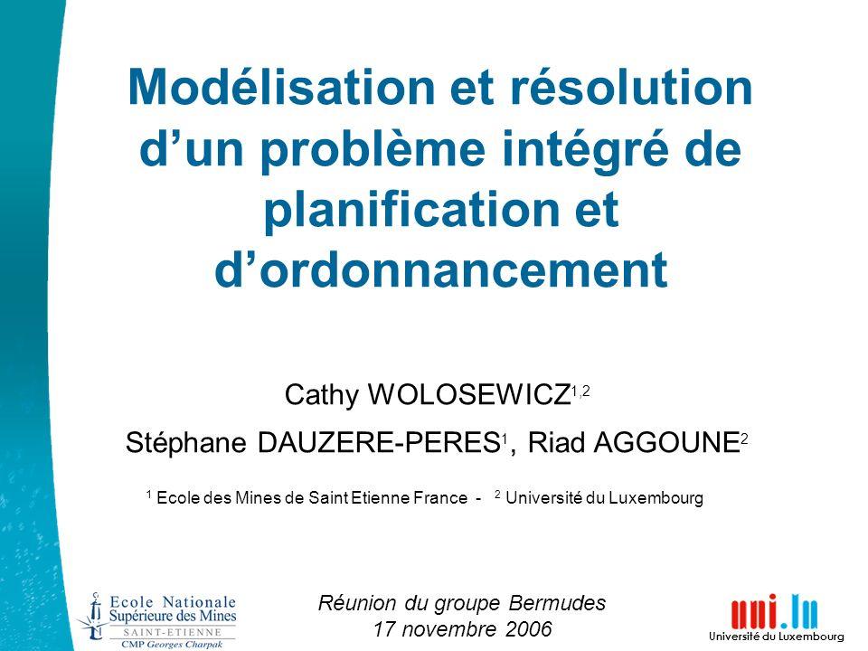 Modélisation et résolution d'un problème intégré de planification et d'ordonnancement